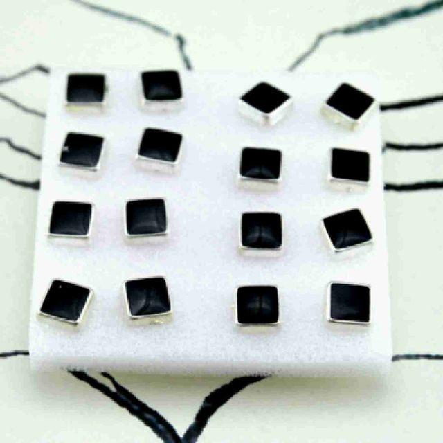 Bông tai 1 hộp y hình chụp giá sỉ 18k-20k/hộp
