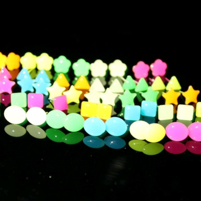 bông tai dạ quang phát sáng trong đêm giá sỉ 8k/đôi 300k/50 đôi 500k/100đôi