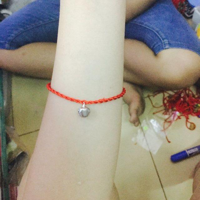 Dây đỏ đeo tay siêu sĩ chỉ 3k bao gồm dây va mặt luôn- xem thêm ở