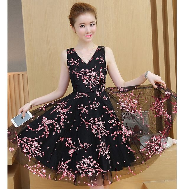 Đầm Xòe Ren Lưới Hoa Đỏ Nền Đen Mimosa Cổ V  - giá sỉ, giá tốt