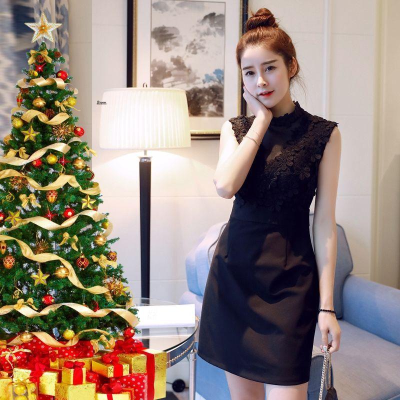 Đầm ren đen dự tiệc Giáng Sinh