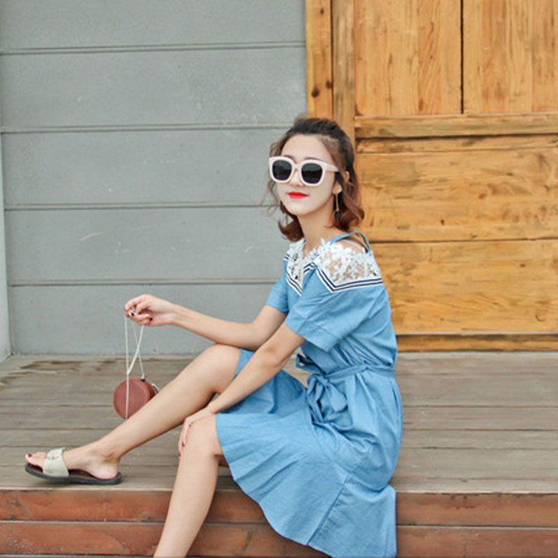 Đầm Jean Hở Vai Cột Nơ Eo Phối Ren giá sỉ, giá bán buôn