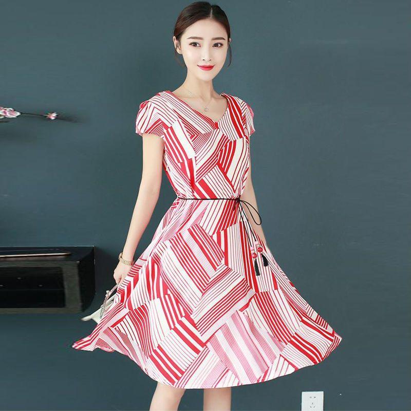 Đầm Xòe Phối Màu Đỏ Họa Tiết Lập Thể Cách Điệu giá sỉ, giá bán buôn