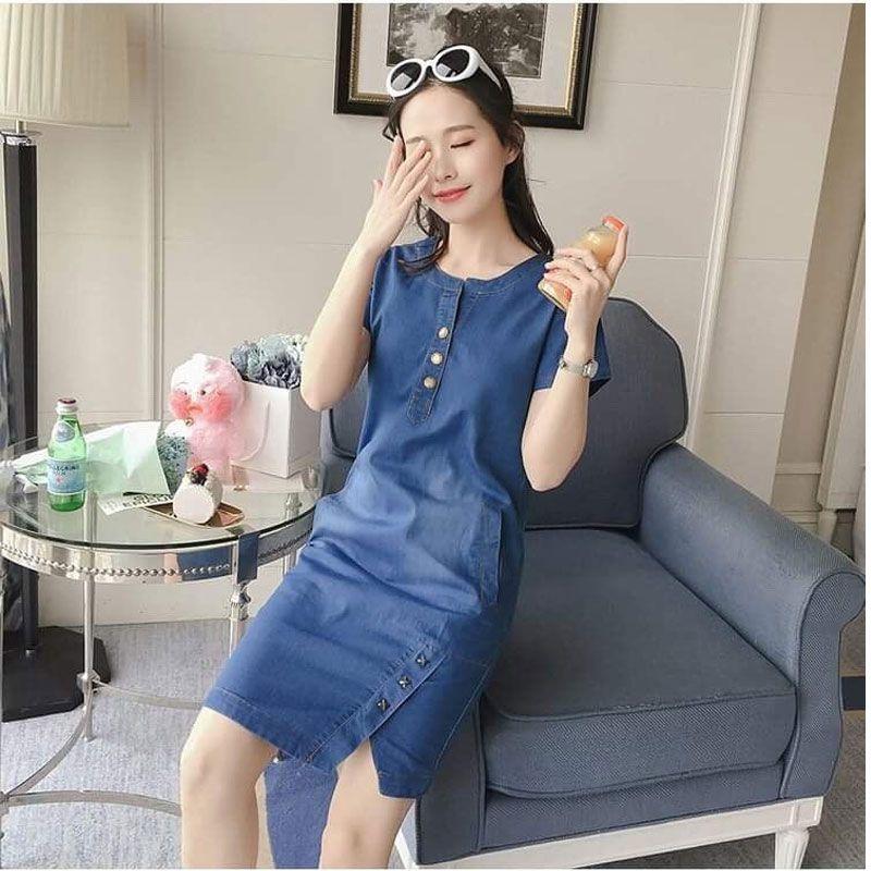 Đầm Jean Suông Cổ Trụ Xẻ Nút Kiểu Xì Teen giá sỉ, giá bán buôn