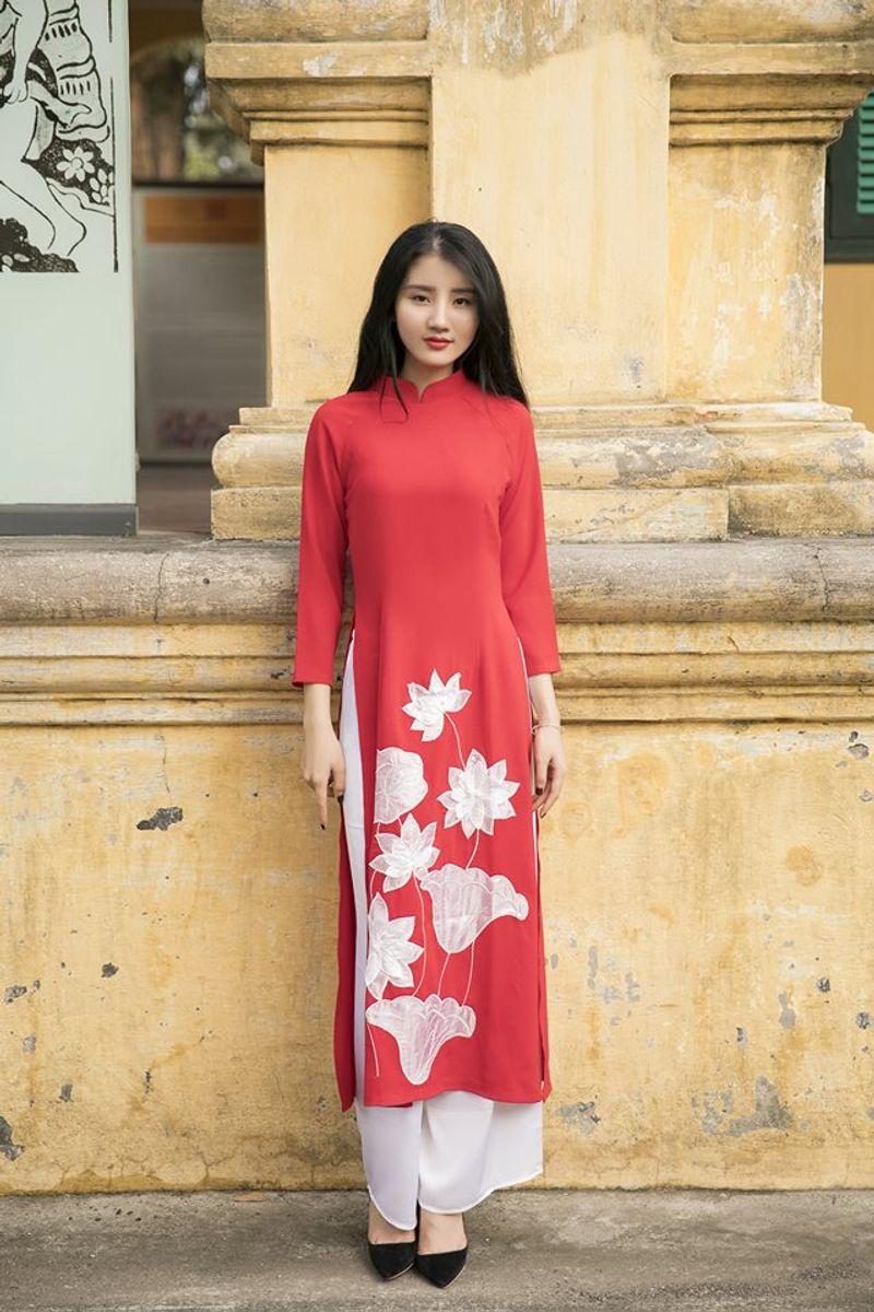 Áo dài truyền thống thêu sen màu đỏ giá sỉ, giá bán buôn
