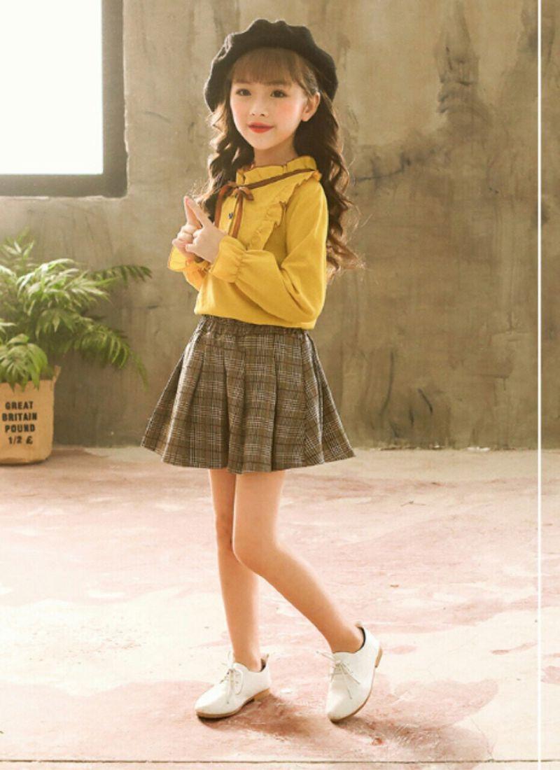Bộ áo sơ mi cổ buộc nơ viền bèo mix với chân váy ngắn xếp ly giá sỉ