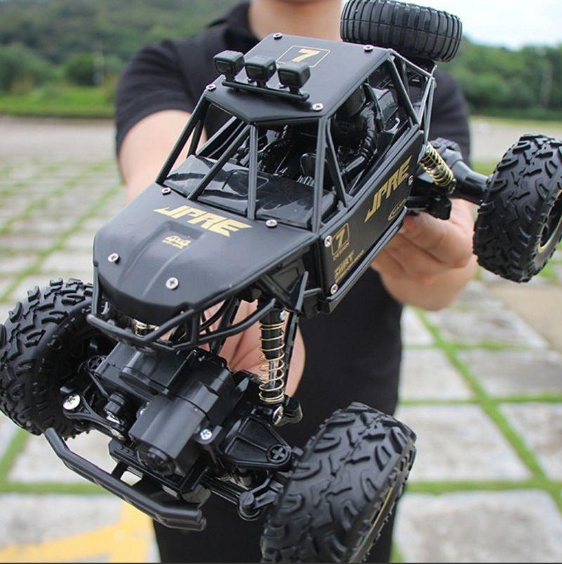 Ô tô đồ chơi siêu địa hình điều khiển từ xasử dụng pin sạc 2000mAh kích thước 28cm x 16cm x 17cm giá sỉ