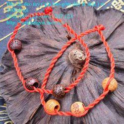vòng dây đỏ đeo tay may mắn kèm mặt dâygiá sỉ 3k giá sỉ