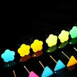bông tai dạ quang phát sáng trong đêm giá sỉ 8k/đôi 300k/50 đôi