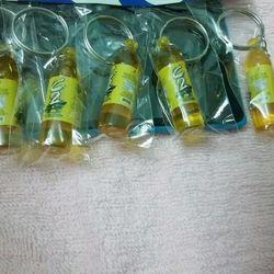 Zalo 0981662025. Móc khóa chai nước, gói thuốc, con cọp, ly mì, thiên nga,.... Giá sỉ 7k. Website bansisaigon.com giá sỉ