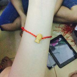 Dây đỏ đeo tay siêu sĩ chỉ 3k bao gồm dây va mặt luôn- xem thêm ở giá sỉ