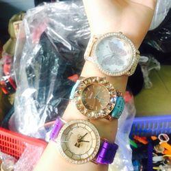 Đồng hồ thời trang mới. giá sỉ 39k/cái. có gần 200 kiểu . web bansisaigon.com, xem thêm ở zalo 0981.66.2025, đơn 500k được sỉ
