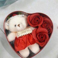 hộp quà tặng trái tim 3 bông kèm gấu giá sỉ