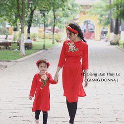 Áo dài em bé hoa thêu (set mẹ và bé )