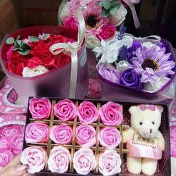 Hoa sáp gấu 12 bông về hàng 100 hình có sẵn luôn 800 hộp giao ngay lập tức 150 hộp / thùng đủ 4 màu tím xanh hồng đỏ giá 3x cho lưọng lớn trang lô này nhiều lại đuợc giá tốt khách nhé