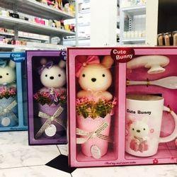 Bộ hoa sáp gấu bông tặng kèm bộ ly muỗng siêu dễ thương tgs78285 giá sỉ