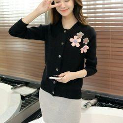 Còn đen - áo khoác len cách điệu phối hoa ngọt ngào akl0226 giá sỉ