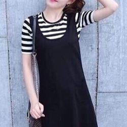 Váy yếm sọc trắng đen