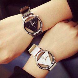 Đồng hồ tam giác