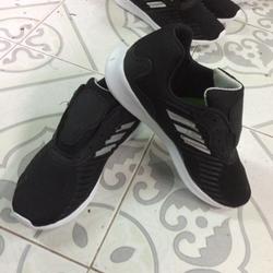 Giày thể thao ráp đế