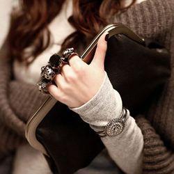 Ví nữ cầm tay xỏ ngón đầu lâu cá tính - ms 16402