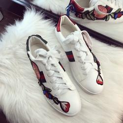 Giày sneaker hoa thêu giá sỉ