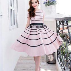 - Đầm xòe sọc