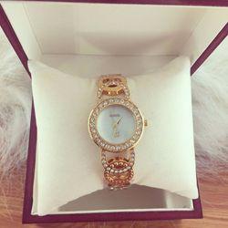 Đồng hồ nữ kim loại CN - giá sỉ