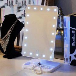 Gương trang điểm có đèn led để bànGương full hộp to đùng, đế xoay kiêm để đồ phụ kiện 2in1