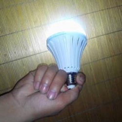 Bngs đèn tích điện phát sáng Loại 9w-12w