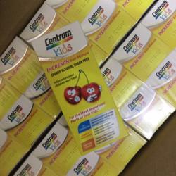 Vitamin giúp trẻ biếng ăn Centrum kids