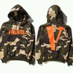 Áo khoác hoodie in chữ v