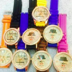 Đồng hồ, giá sỉ 26k ( 10 cái = 230k ), tổng đơn đặt hàng 500k một hoặc nhiều sản phẩm cộng lại được tính sỉ nhe các bạn - zalo 0981.66.2025