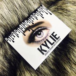 Bộ Gel kẻ mắt Kylies với 2 tone màu nâu và đen giá sỉ