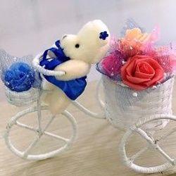 Gấu chở giỏ hoa giá sỉ