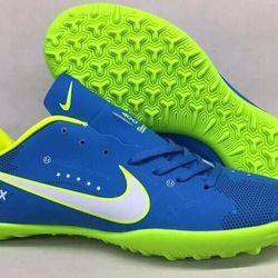 Giày bóng đá phủi