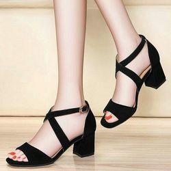 Giày cao gót 7 phân quai chéo màu đen giá sỉ