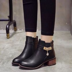 giày bốt nữ phong cách