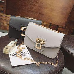 Túi đeo chéo nữ nắp cài khóa vàng - ms 18232