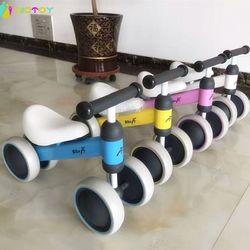 Xe đạp thăng bằng 4 bánh cho bé