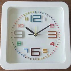 Đồng hồ hình vuông giá sỉ