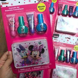 Bộ làm móng và dưỡng môi Minnie có hộp đựng Lip Nail Set giá sỉ