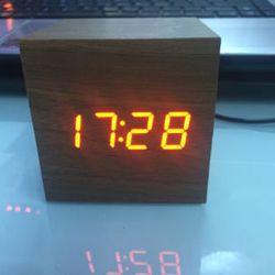 Đồng hồ led để bàn báo thức - Vỗ tay giá sỉ