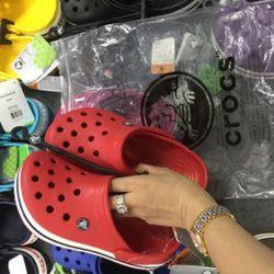 dép cho mùa mưa crocs giá sỉ