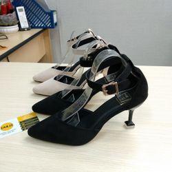Giày sandal cao gót bít mũi cổ tim nút gót vuông giá sỉ