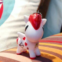 móc khóa ngựa trắng đỏ love giá sỉ