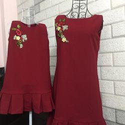 Thời trang mẹ bé hoa thêu đỏ đô giá sỉ
