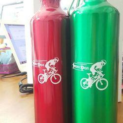 Bình nước nhôm lọ chai nước cầm tay thể thao có móc treo xe đạp giá sỉ