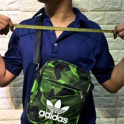 Túi xách đeo chéo thể thao mini size cao 21 Chất vải dù Bên trong có lót vải dù coa tên mẫu mã Có giảm giá Vui lòng inb giá sỉ