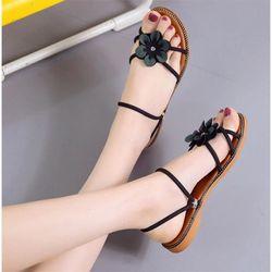 Sandal hoa phong cách Hàn